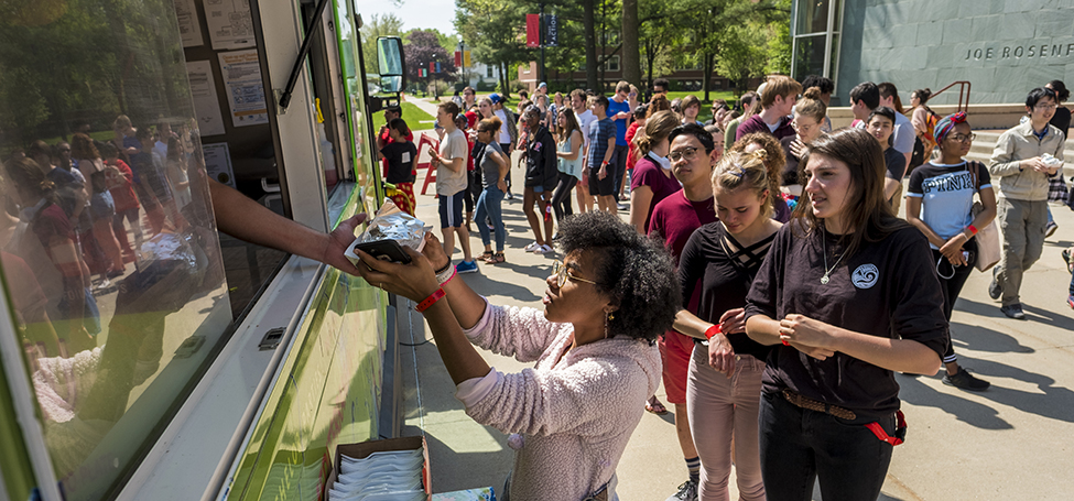 Students getting food at Food truck and smoothie celebration