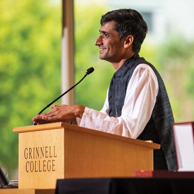 Shafiq R. Kahn at podium