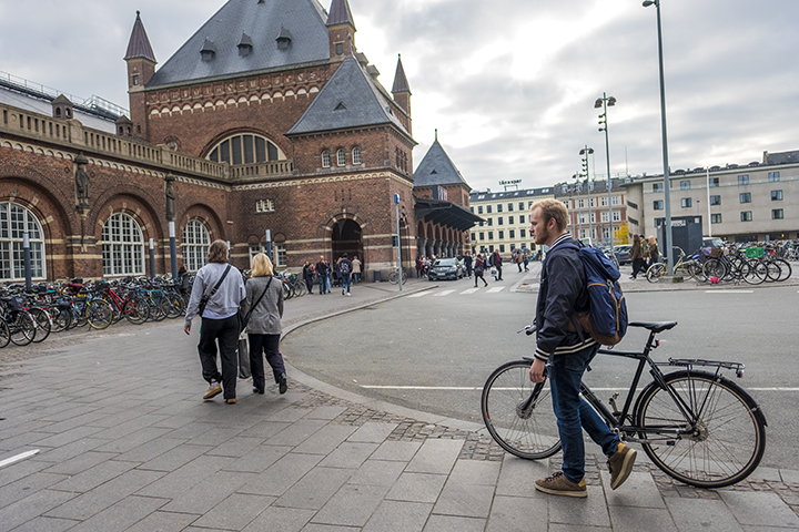 Thomas Aldrich '19, an avid bicyclist, appreciated all the dedicated bike lanes in Copenhagen. His host father loaned him a bike for commuting to classes. Aldrich rode it to the train station a few minutes away and then took the bike on the train with him