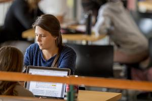 Students study in JRC Grill