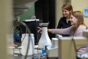 Lilliana Radoshevich and Madeleine Vessely in the lab