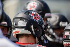 Player in Grinnell College football helmet
